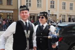 Piper und Trommler friedlich vereint